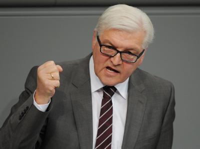 SPD-Fraktionschef Steinmeier wirft Kanzlerin Merkel Täuschung vor.