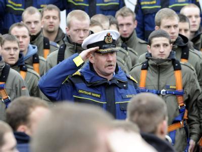 Als Konsequenzen aus den Vorfällen auf der «Gorch Fock» musste dessen Kommandant, Norbert Schatz, gehen.