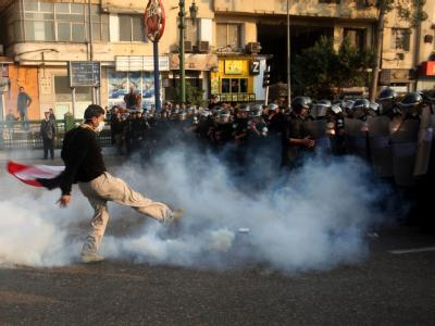 Rund 3000 Demonstranten sind gegen die Politik der Partei von Präsident Husni Mubarak auf die Barrikaden gegangen. Die Polizei setzte Wasserwerfer und Tränengas ein.