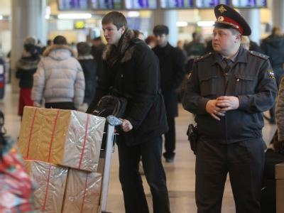 Polizei am Flughafen Domodedowo