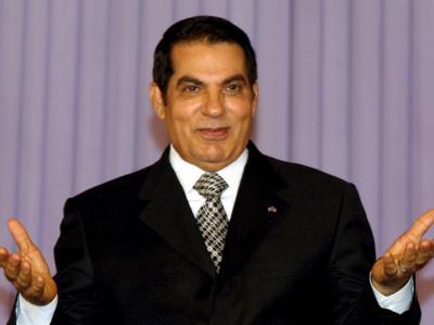 Der gestürzte tunesische Staatspräsident Ben Ali (Archivfoto): Die tunesische Übergangsregierung beantragt einen internationalen Haftbefehl gegen den geflohenen Ex-Präsidenten und seine Frau Leila.