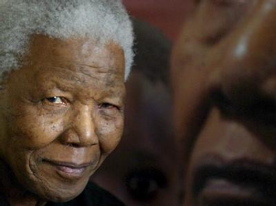 Südafrikas greiser Nationalheld Nelson Mandela ist nach offiziellen Angaben wohlauf.