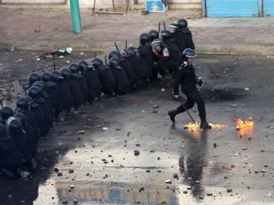 Schwere Zusammenstößen zwischen der Polizei und Demonstranten in Suez am 27. Januar.