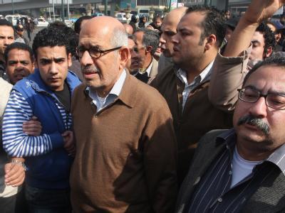 Mohammed el Baradei (M.) bei einer Demonstration am 28. Januar.