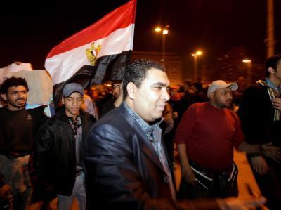 Demonstranten protestieren auf Kairos Straßen: Die Jugendbewegung «6. April» hat einen «Mega-Protest» gegen Präsident Husni Mubarak mit mehr als einer Millionen Menschen angekündigt.