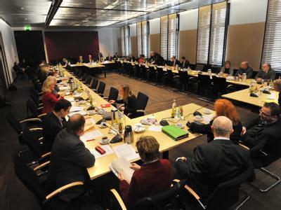 Eine Arbeitsgruppe aus Bund und Ländern sucht Kompromisse für die Neuregelung der Hartz-IV-Reform.