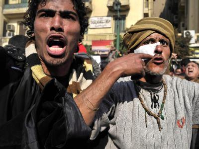 In Kairo kämpfen Mubarak-Anhänger und Gegner auf dem Tahrir-Platz.