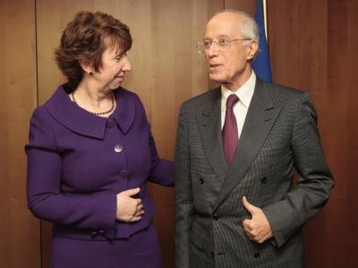 Catherine Ashton und Ahmed Ouneies