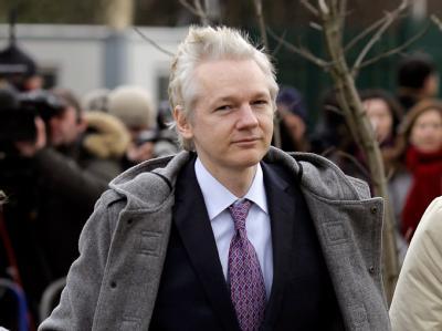 Julian Assange bei seiner Ankunft am Gerichtsgebäude in London.