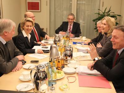 Demonstrative gute Laune zu Beginn der letztlich gescheiterten Verhandlungsrunde zu Hartz IV.