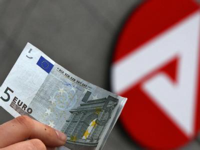 Nach Angaben der Bundesagentur für Arbeit verzögern sich ohne eine rasche Einigung Auszahlungen nach den neuen Regelsätzen um einen weiteren Monat. (Symbolbild)