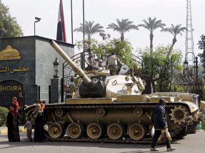 Panzer vor ägyptischen Parlament