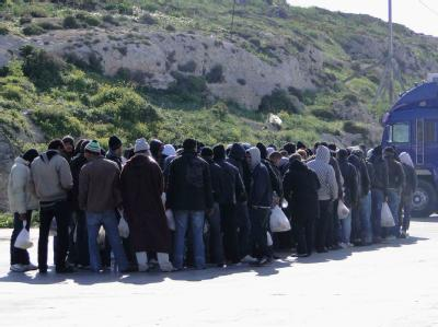 Lampedusa: Der Flüchtlingsstrom aus Tunesien reißt nicht ab.