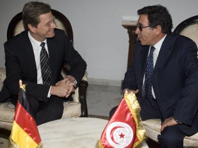 Westerwelle in Tunis: Der deutsche Außenminister hat Tunesien deutsche Hilfe bei der weiteren Demokratisierung versprochen.