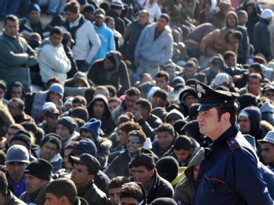 Flüchtlinge aus Tunesien nach ihrer Ankunft auf Lampedusa.