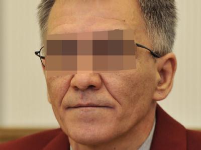 Detlef S., der mutmaßliche Täter im Missbrauchsskandal von Fluterschen, nahm die Vorwürfe fast regungslos auf, schüttelte nur hin und wieder mit dem Kopf.</p><p>.