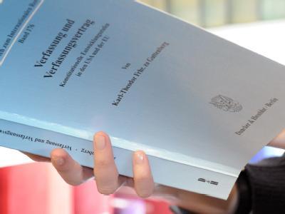 Die Doktorarbeit von Verteidigungsminister zu Guttenberg.