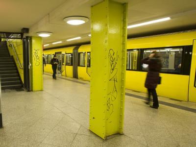 Auf  dem U-Bahnhof Berlin-Lichtenberg wurde am 12.02.2011 ein 30-jähriger Berliner von vier Jugendlichen brutal zusammengeschlagen.
