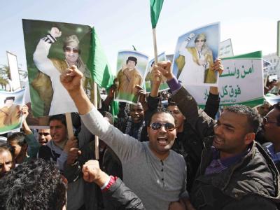 Anhänger von Muammar al-Gaddafi feiern den libyschen Staatschef in Tripolis (Foto vom 17.2.2011).