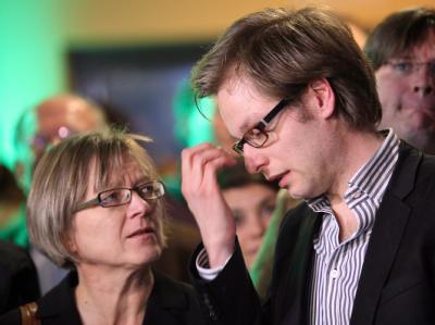 Der stellvertretende Landesvorsitzenden Anjes Tjarks (vorne r) und Antje Möller (l) von der Hamburger GAL.