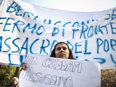 Auch vor der libyschen Botschaft in Italiens Hauptstadt Rom versammeln sich Demonstranten.