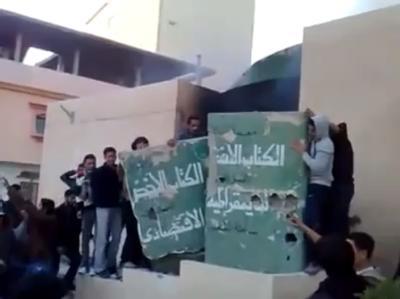 Demonstration von Regierungsgegnern in Tobruk. (Aufnahme von der Internet-Plattform YouTube)