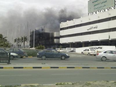 Ausgebranntes Geb�ude in Tripolis