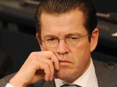 «Hochstapler», «jämmerliches Vorbild», «Lügner»: Der Verteidigungsminister zu Guttenberg musste sich viele Vorwürfe anhören.