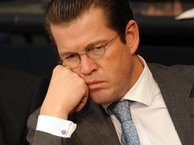 Bundesverteidigungsminister Karl-Theodor zu Guttenberg während der Aktuellen Stunde im Bundestag.
