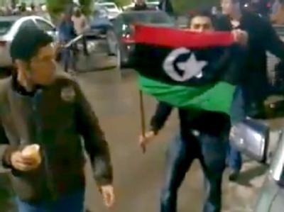 Demonstranten auf den Straßen von Tripolis: Die Unruhen in Libyen dauern nun schon eine Woche an.