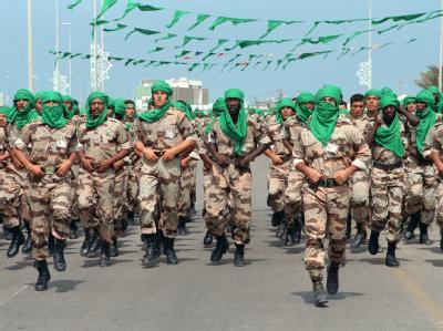 Angehörige der «Grünen Garden» bei einer Militärparade in Tripolis. (Archivbild)