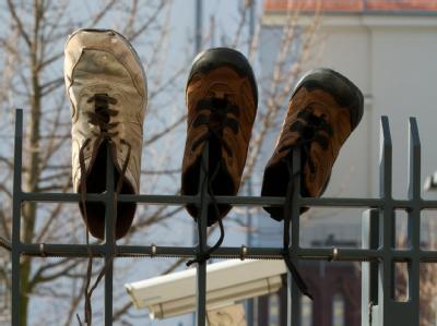 Das Zeigen von Schuhen gilt in der arabischen Welt als Ausdruck der Verachtung.