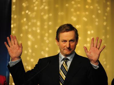 Enda Kenny heißt der designierte Premierminister von Irland. Die Iren sprachen seiner Partei Fine Gael Prognosen zufolge das Vertrauen aus.