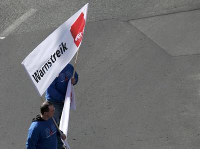 Die Beschäftigten im Öffentlichen Dienst fordern eine Erhöhung der Gehälter um drei Prozent plus 50 Euro pro Monat.