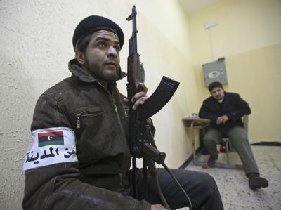 Bewaffnete Regimegegner in der libyschen Stadt Shahad.