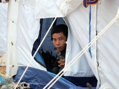 Ein vietnamesischer Flüchtling im UNHCR-Zeltlager in Tunesien hinter dem Grenzübergang Ras Jedir: Nach UNHCR-Schätzungen sind 200 000 bereits geflohen.