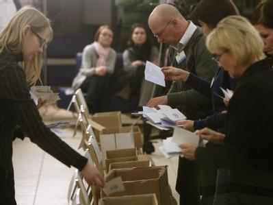 Stimmenauszählung in der estnischen Hauptstadt Tallinn.