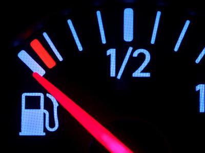 Der Tank ist leer - und die meisten Autofahrer wollen ihn nicht mit E10 füllen.