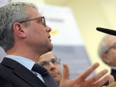 Bundesumweltminister Norbert Röttgen beim «Benzingipfel» in Berlin.