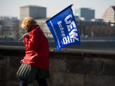 In die Tarifverhandlungen für die rund 600 000 Angestellten im öffentlichen Dienst kommt Bewegung.