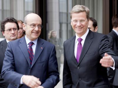 Außenminister Westerwelle und (r) und sein französischer Amtskollege Juppe.