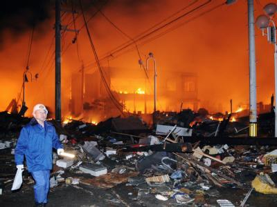 Brennende Häuser in der Präfektur Fukushima. Foto: Kyodo/MAXPPP