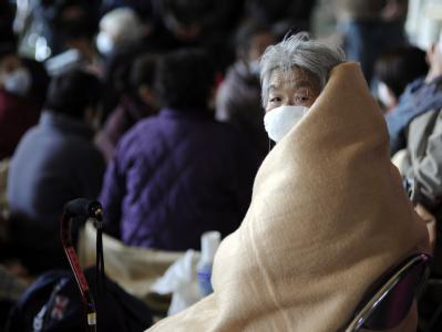 Bewohner der Stadt Oarai finden Unterschlupf in einer Schule. Nach dem verheerenden Erdbeben muss Japan eine nukleare Katastrophe fürchten.