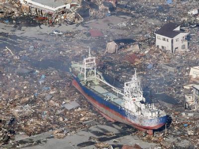 Ein Schiffswrack in der verwüsteten Präfektur Miyagi. Foto: Kyodo/MAXPPP
