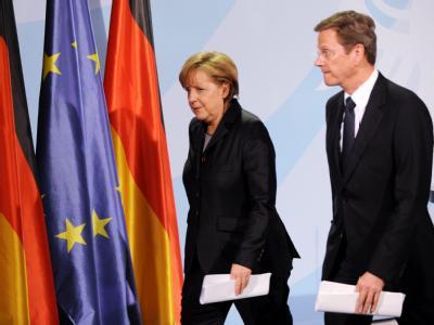 Kanzlerin Angela Merkel (CDU) und Außenminister Guido Westerwelle (FDP) am Samstag im Berliner Kanzleramt