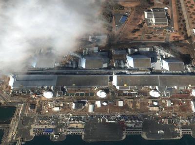 Die von Google GeoEye zur Verfügung gestellte Aufnahme zeigt den Atomkomplex Fukushima in Japan nach dem Erdbeben und dem anschließenden Tsunami am Samstag (12.03.2011).