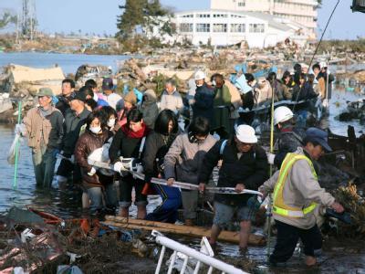 Der von dem Beben ausgelöste Tsunami hat die Stadt Natori im Nordosten Japans überflutet.