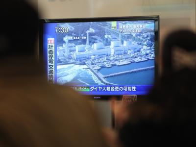 Nach einem schweren Nachbeben erschütterte am Montag eine neue Explosion das Unglücks-Atomkraftwerk Fukushima.