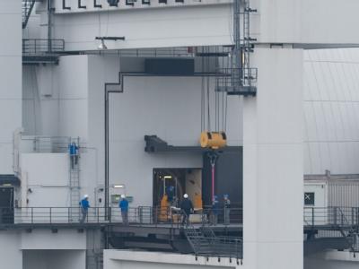 Arbeiter an einem der beiden Druckwasserreaktoren des Atomkraftwerks in Neckarwestheim (Archiv).