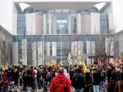 Anti-Atom-Demo vor dem Kanzleramt
